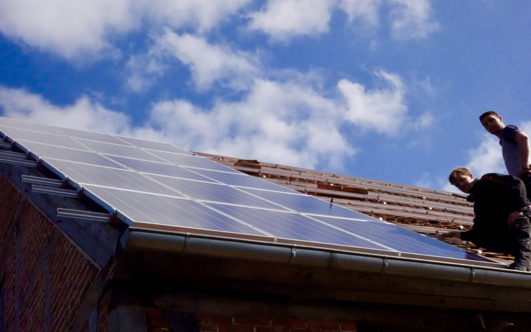 Bau eine 20 kWp PV-Anlage auf dem Scheunendach